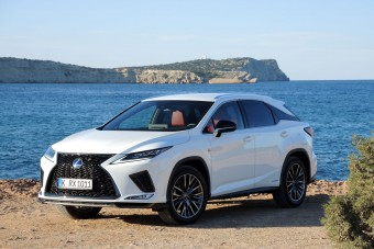 Csodalámpával a németek ellen - új Lexus RX