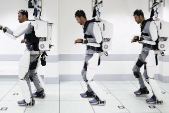 Agyával irányítja az őt mozgató robotot a mozgássérült férfi