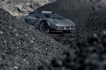 Ezt az emelt Lamborghini Gallardot bármikor meghajtanánk terepen