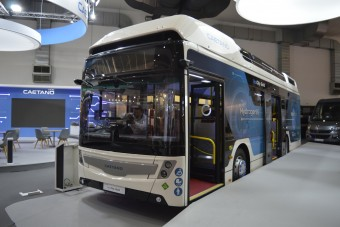 Ez a busz kapta meg a Toyota hajtását