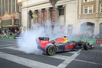 Gumifüstöléssel mutatkozott be az F1 Hollywoodban