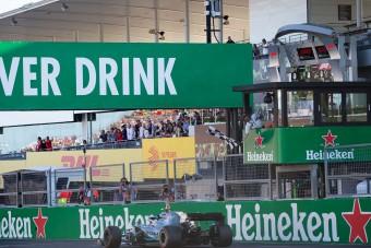 Vettel: Vissza a hagyományos kockás zászlót!