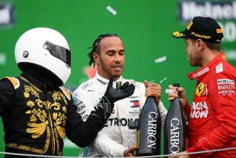 F1: Vettelt felhúzta a dobogós bohóckodás
