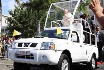 Vén platós lett az új pápamobil