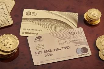 Az arany bankkártyával biztosan nem lesznek anyagi gondjaid