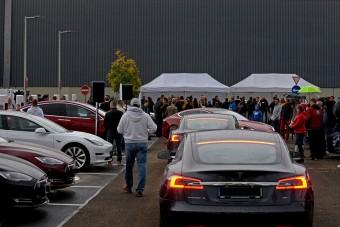 Új Tesla-villámtöltőket adtak át itthon