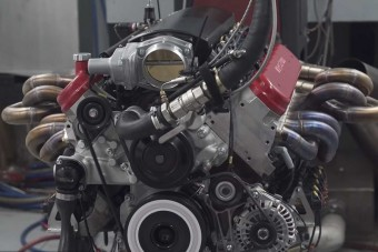 Eszelős ez a 9,5 literes, 12 hengeres motor