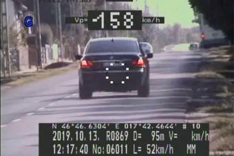 50-es táblánál 158-cal repesztett egy BMW-s a Balatonnál