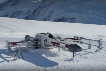 Életnagyságú X-szárnyút építettek a svájci Alpokban