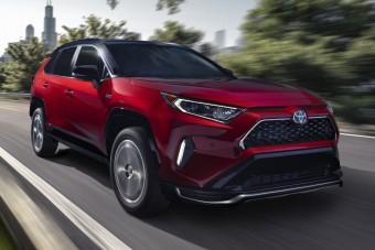 Már a Toyotának is van konnektoros hibrid szabadidőjárműve