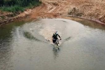 A legújabb orosz hobbi a víz alatti motorozás