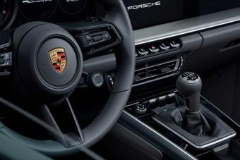 A Porsche nem hagyja veszni a kézi váltót