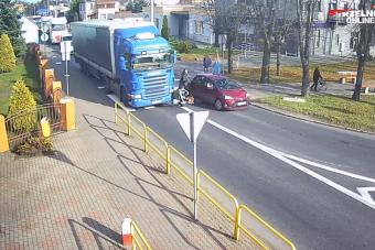 A kamion indul, a gyalogosok elé futnak, a végeredmény borzalmas