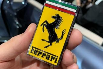 Szakít a hagyományokkal a Ferrari