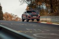 300-zal hasít az Audi 600 lóerős nehézbombázója 1