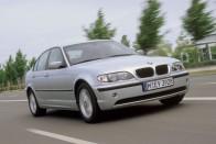 Nagy tempónál pukkant el valami egy BMW-ben az M5-ösön 1