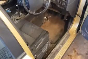 Ez a Volvo annyira koszos, hogy még takarításhoz is szét kell szerelni