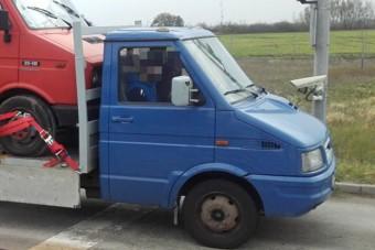 Megállították a rendőrök a bolgár kisteherautót, nem semmi, hogyan pakolták meg