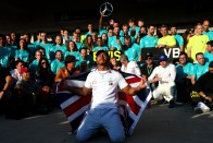 F1: Lovagi címet követelnek Hamiltonnak 2