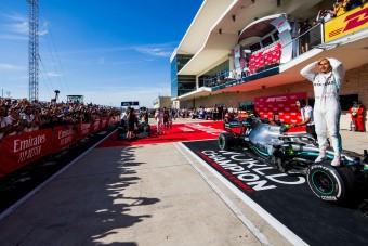 F1: Hamilton Schumi visszapillantó tükrében