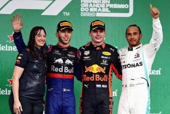 F1: De ki volt a Red Bull-os hölgy a dobogón?