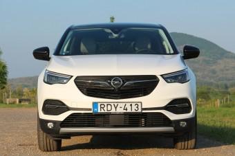 Kitolt az Opel a saját autójával