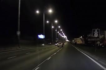 Megmagyarázhatatlan dolog történt hétfőn éjszaka az M3-kivezetőn, a traffipax után