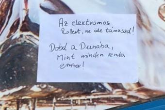 Módszeresen gyilkolják az elektromos rollereket Budapesten, már saját Instagram-oldaluk is van