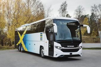 Napelemes busszal utaznak a sífutók