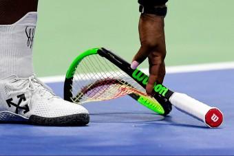 Törött teniszütő tízmillióért