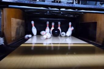 Bárhogy is gurítjuk, mindig tarol az okos bowlinggolyó