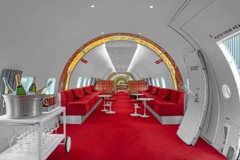 Régi repülőből csinált koktélbárt az extravagáns hotel