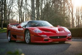 Címlapsztár ez a Ferrari F50-es