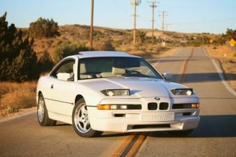 Olyan fehér ez a BMW 850 CSi, mint a friss hó