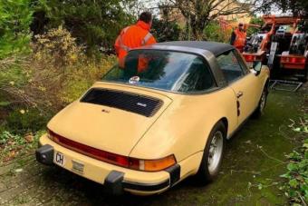 Így néz ki egy öreg, elhagyott Porsche motortere, amit rágcsálók vettek birtokba