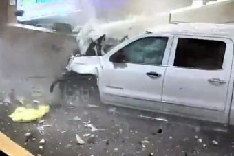 Brutális pusztítást végzett a féktelen autós a reptéren
