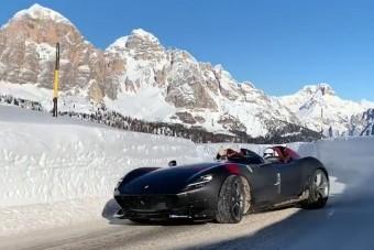 Nincs menőbb annál, mikor a hóban csapatnak a 600 milliós Ferrarival