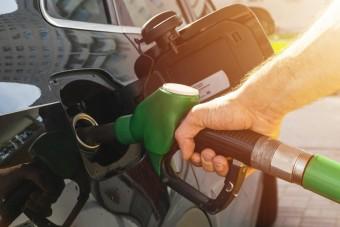 Januártól más a benzin, ezeket az autókat teheti tönkre
