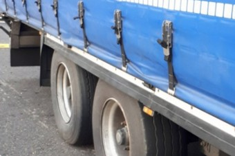 Egy román kamionos megcsinálta az M7-esen, amit még senki nem mert bevállalni