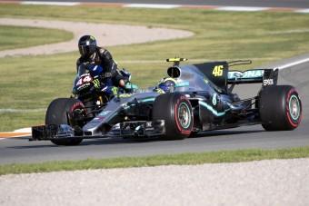 Videó: Pattanj motorra Hamiltonnal!