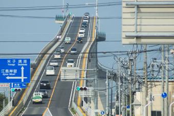 Ez a japán híd nem ajánlott tériszonyosoknak