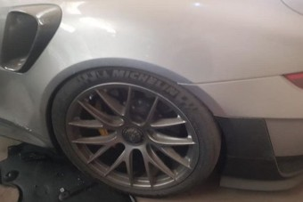 Szomorú látvány a magára hagyott 700 lovas Porsche 911