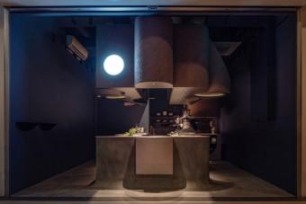 Egyetlen hatalmas betontömbből faragtak kávézót