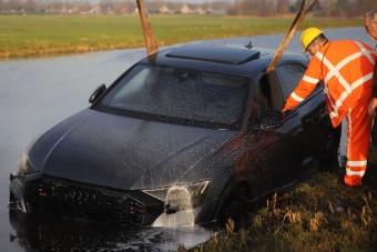 Máris sikerült tóba hajítani egy Audi RS Q8-at