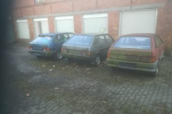 Új autók rohadnak évek óta érintetlenül egy német faluban