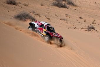 Sainz szakaszgyőzelemmel növelte előnyét a Dakaron