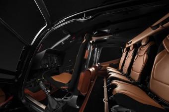 Itt a 952 lóerős, hatszemélyes Aston Martin