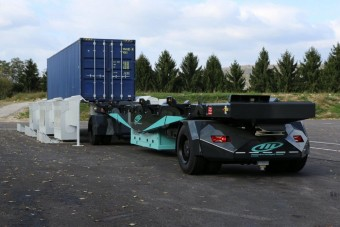 70 tonnákat mozgató robotjárművel rúgja ránk az ajtót az új évtized