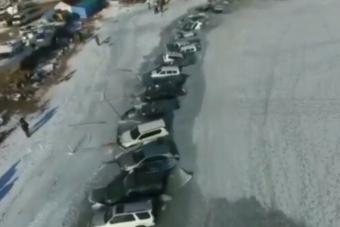 Harminc horgász szakadt be autóval a jégbe egyszerre