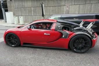Gépháztető nélkül futkos ez a piros Veyron